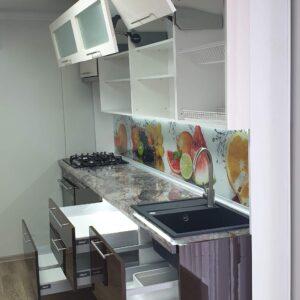 Кухня Blum 2,0м с фасадами из глянцевых панелей МДФ (High Gloss)